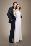 Couples élégants dans l'embrassement d'amour Image libre de droits
