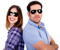 Couples élégants posant de nouveau au dos Image stock