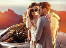 Couples élégants sur un trtip de vacances Image stock