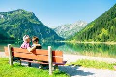 Couples aînés actifs image libre de droits