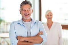 Couples aînés affectueux Images stock