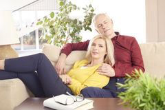 Couples aînés ayant l'amusement Photographie stock
