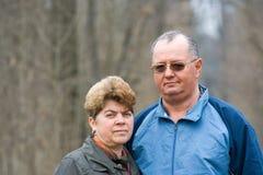 Couples aînés dans la forêt Photo libre de droits