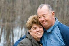 Couples aînés dans la forêt Images libres de droits