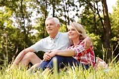 Couples aînés de détente Images stock