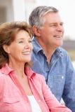 Couples aînés de verticale sur la plage Photographie stock
