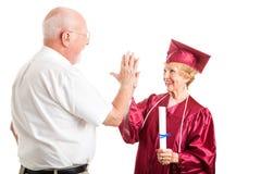 Couples aînés - graduation hauts cinq Images libres de droits