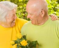 Couples aînés heureux dans l'amour Images libres de droits