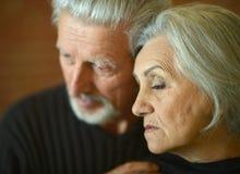 Couples aînés pensifs Image stock