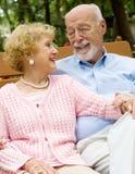 Couples aînés profondément dans l'amour Images stock