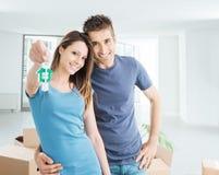 Couples achetant leur nouvelle maison photo libre de droits