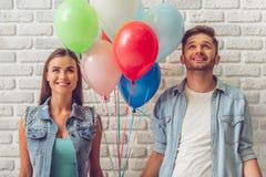 Couples adolescents élégants Images stock
