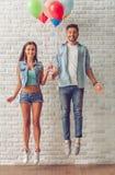 Couples adolescents élégants Photo libre de droits