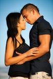 Couples adolescents un après-midi de fin d'été en parc Photo stock