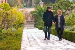 Couples adultes dans la marche d'amour Image stock
