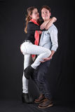 Couples affectueusement jeunes semblant fous photo libre de droits