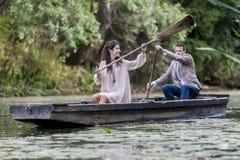 Couples affectueux dans le bateau Image libre de droits