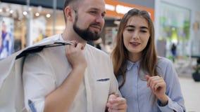 Couples affectueux dans le mail Thème d'achats clips vidéos