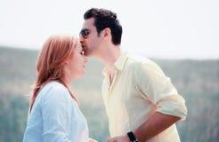 Couples affectueux extérieurs Photo libre de droits
