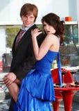Couples affectueux sur la danse de datte. images stock