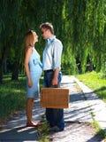 Couples affectueux sur la route Photographie stock
