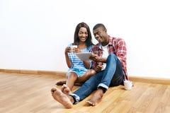 Couples africains réussis photographie stock libre de droits