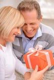 Couples agréables célébrant le Saint Valentin de St Photo libre de droits