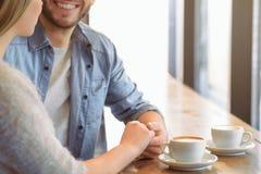 Couples agréables exprimant l'amour Photographie stock libre de droits