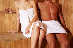 Couples anonymes dans le sauna Image stock