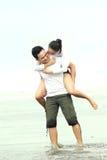 Couples appréciant des vacances Photographie stock libre de droits