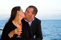 Couples appréciant des vacances de croisière Photographie stock libre de droits