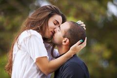 Couples appréciant l'amour de theire Photographie stock
