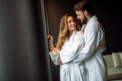 Couples appréciant la lune de miel photographie stock
