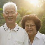 Couples asiatiques affectueux d'aînés Image libre de droits
