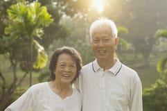 Couples asiatiques d'aînés à extérieur Photographie stock libre de droits