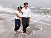 couples asiatiques de plage Photos stock
