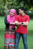 Couples asiatiques musulmans extérieurs Image stock