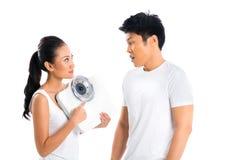 Couples asiatiques prenant soin de la vie saine image stock
