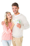 Couples attrayants clignotant leur argent liquide Photos libres de droits