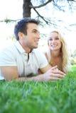 Couples attrayants dans l'amour (orientation sur le femme) Photos libres de droits