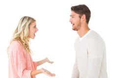 Couples attrayants parlant de quelque chose choquant Images libres de droits
