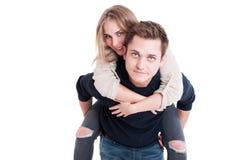 Couples attrayants posant en tant qu'étant heureux et joyeux Photographie stock libre de droits