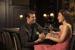 Couples au bar. images libres de droits