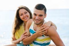 Couples au bord de la mer Photographie stock
