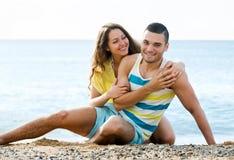 Couples au bord de la mer Image stock
