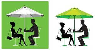 Couples au café extérieur Photo stock