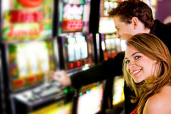 Couples au casino Photo stock