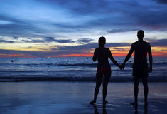 Couples au coucher du soleil Photo stock