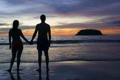 Couples au coucher du soleil Photographie stock