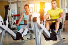 Couples au gymnase Image stock